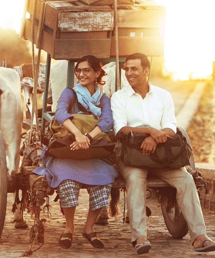 ​Desi Diva Sonam Kapoor Hails Pad Man Akshay Kumar for his indomitable work performance.