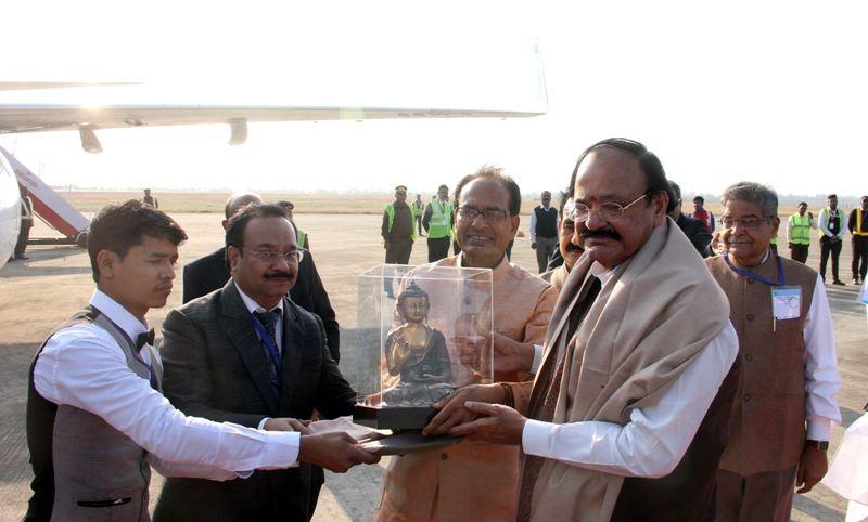 CM Chouhan Bids Farewell to Vice President Naidu