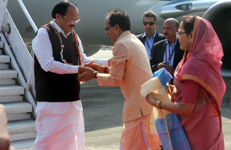 Vice President Naidu Reaches Bhopal: CM Chouhan Accords Welcome