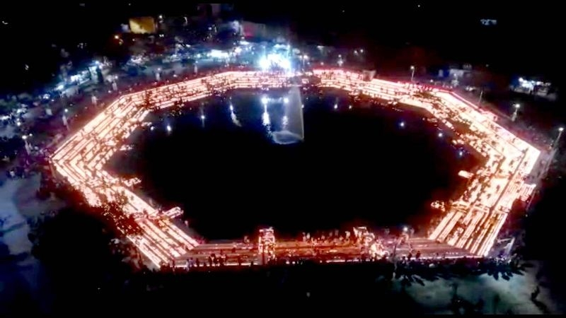 Record made by lighting 1.21 lakh lamps on eve of Ekatma Yatra
