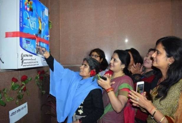 Anjali Thakur, the eldest grade four worker of the Bhopal railway station, inaugurating  the service