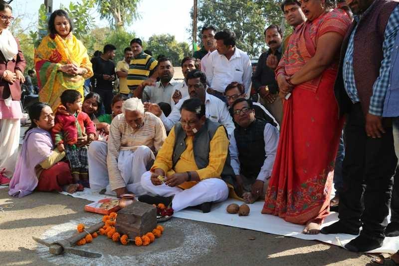 Gupta performs bhoomi-pujan of road asphaltation