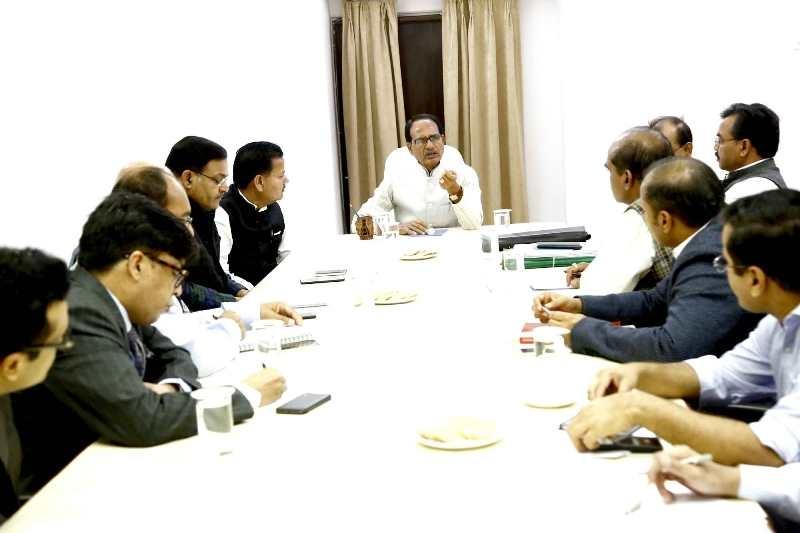 CM Shivraj Singh Chouhan reviews hail-affected areas