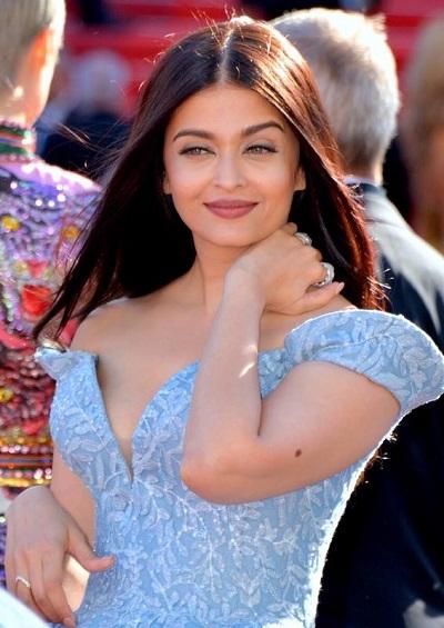 Aishwarya Rai Bachchan Steals the Show in  LaBourjoisie at the Femina Beauty Awards Night 2018