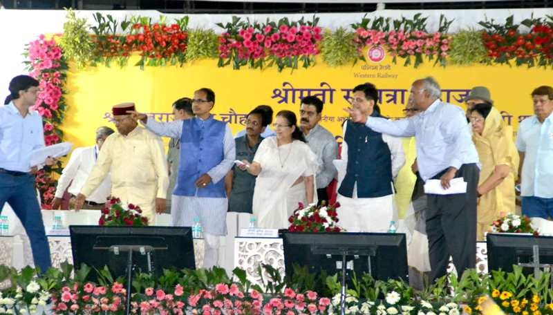Lok Sabha Speaker Smt. Mahajan lays foundation of Ujjain-Fatehabad Guage Conversion works