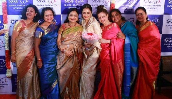 Know more about the tremendous bonding between Rekha and her 6 sisters