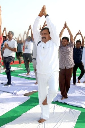 PR Minister Dr. Mishra performs Yoga in Datia