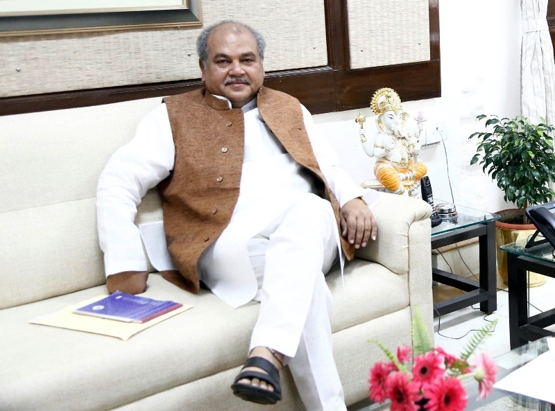 Union Minister Tomar pays courtesy visit to CM Chouhan