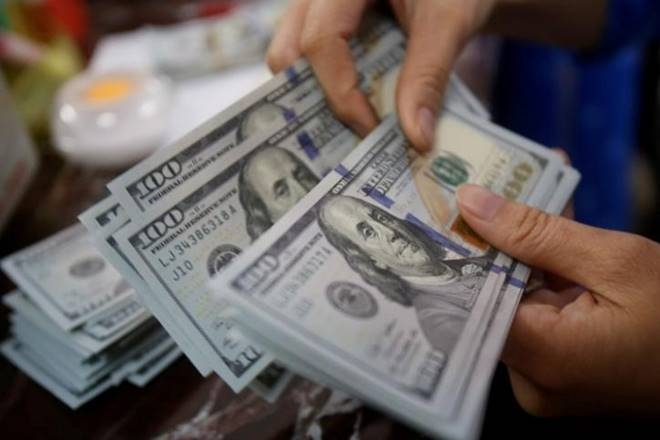 Dollar declines amid Trump comments