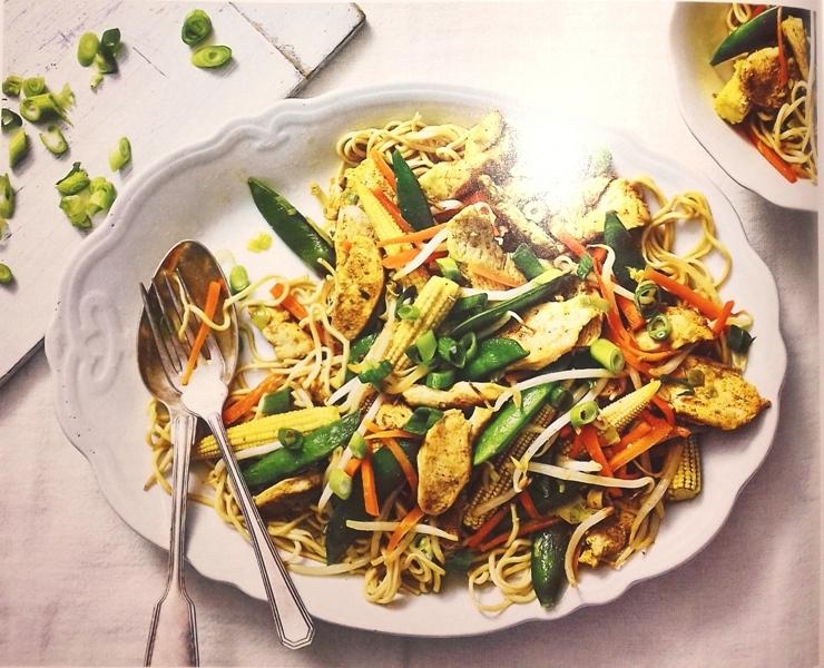 Stir-fried chicken with crisp vegetables