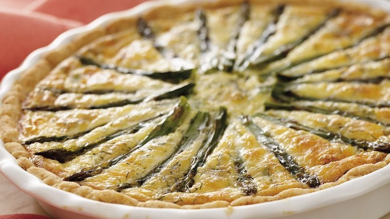 Smoked salmon and asparagus quiche