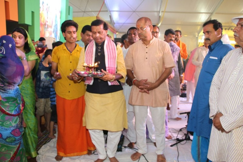 Minister Pawaiya takes part in Maharudraabhishek in Datia