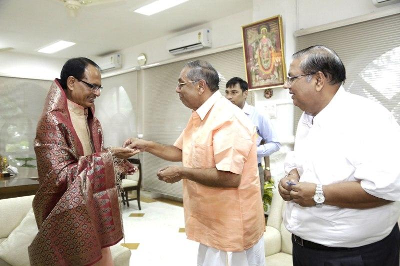Padmashri Dr. Gaurishankar pays courtesy visit to CM Chouhan
