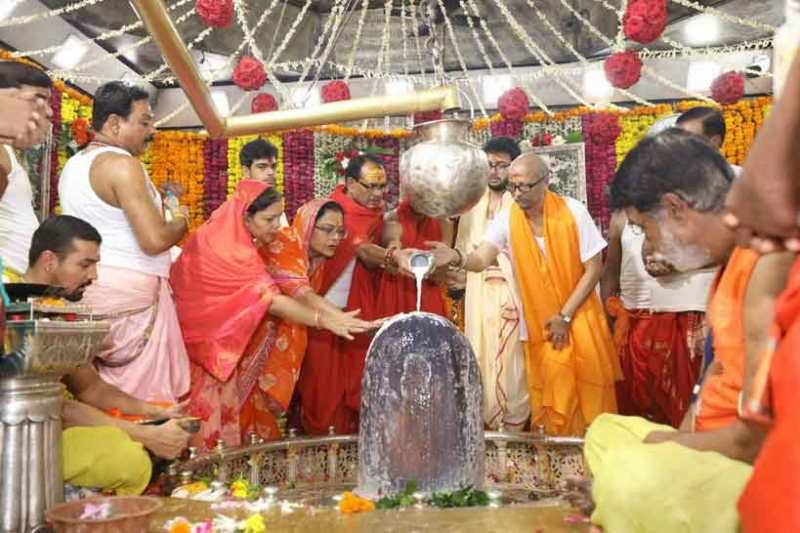 CM Chouhan offers puja-archana at Mahakaleshwar temple