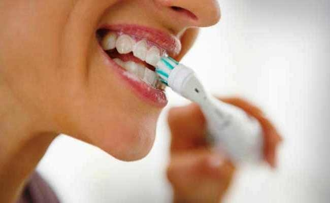 Brushing your teeth burns nearly 6 calories in two minutes!