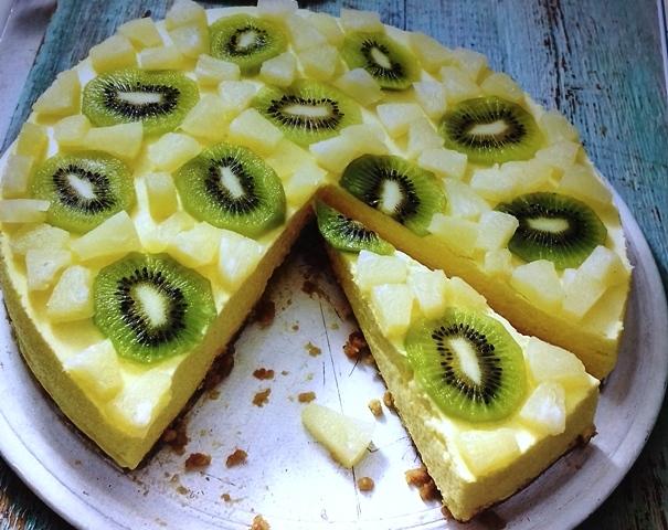 Tropical fruit cheesecake