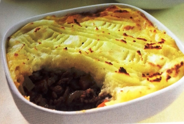 Cottage pies with cheesy potato topping