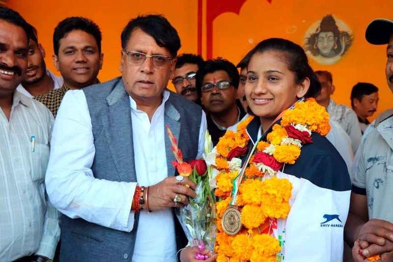 PR Minister Sharma honours Divya Pawar