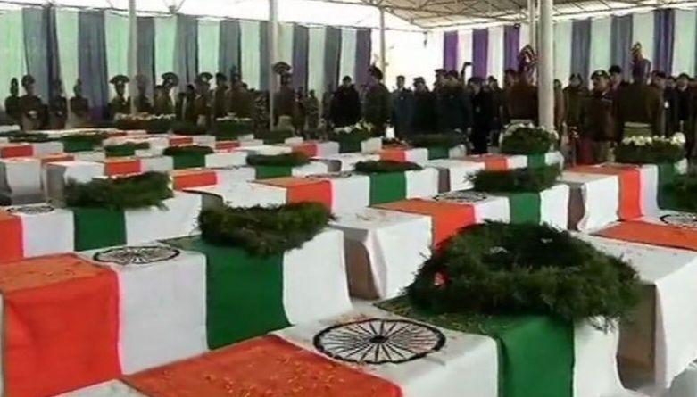 पुलवामा हमले के बाद गुस्से में देश की जनता; मोदी सरकार से की एक और सर्जिकल स्ट्राइक की मांग