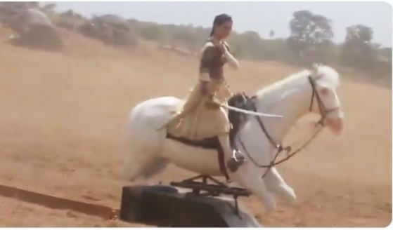Kangna's mechanical horse ride viral video of Manikarnika trolls her badly