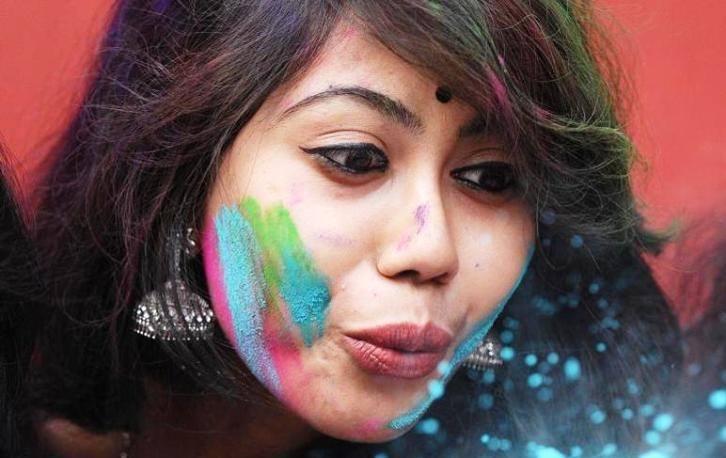 How to take care of skin and hair post Holi