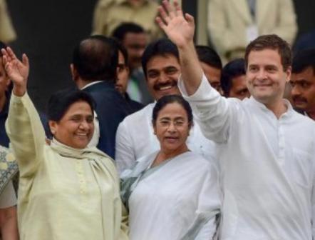 मायावती और ममता बनर्जी के साथ राहुल गांधी के राजनीतिक सम्बन्धों पर 'नज़रें'