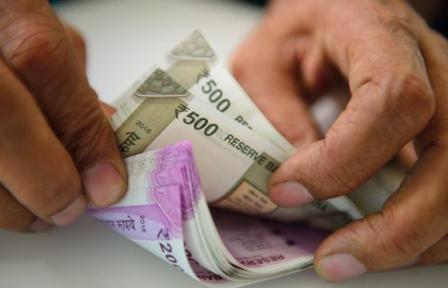 10 लाख रुपये से ज़्यादा की नकद निकासी पर टैक्स लगाने की तैयारी