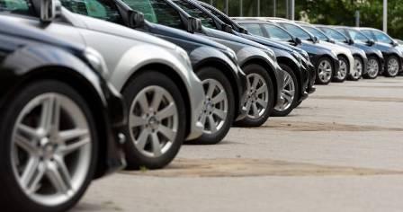 कारों की बिक्री में रिकॉर्ड कमी