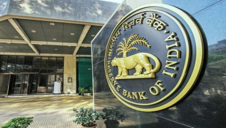 Why the 'policy differences' among the top executives in the RBI going on?