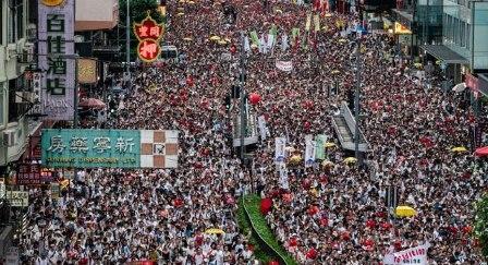 हांगकांग में बड़े पैमाने पर लोकतंत्र समर्थन आंदोलन जारी