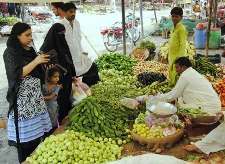 महंगाई के कारण पाकिस्तानियों का जीना हुआ बोझिल