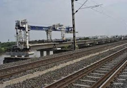 रेलवे के 'मेगा प्रोजेक्ट' से जल्द ख़त्म होगी ट्रेनों में वेटिंग लिस्ट