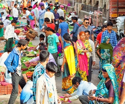 मोदी सरकार ले सकती है इनकम टैक्स में कटौती का फ़ैसला, बाज़ार में आएगी रौनक