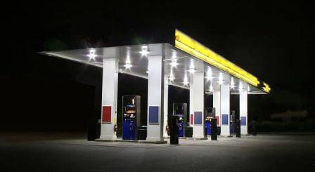 पेट्रोल पम्प पर एक उपभोक्ता को मिलती हैं कई सर्विस फ्री