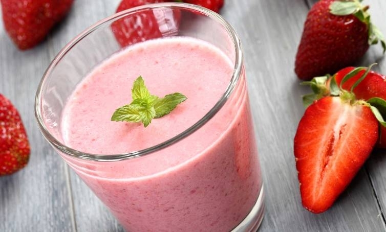 Plain Yogurt Strawberry Smoothie
