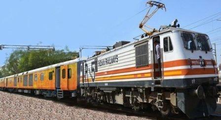 अपने घाटे के लिए रेलवे ख़ुद भी है ज़िम्मेदार!