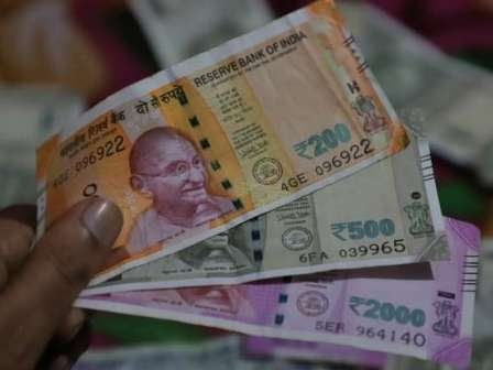 Be careful! Coronavirus can spread through currency notes