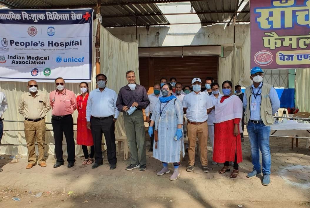 प्रवासी मजदूरों के लिए आयोजित मेडिकल कैम्प में पीपुल्स हॉस्पिटल, भानपुर की मेडिकल टीम का उल्लेखनीय योगदान