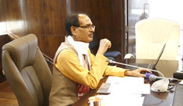 CM Chouhan deposits Rs. 146 crore for 66 lakh students by single click