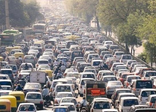 अब वाहन के स्टीकर के कलर से चलेगा वाहन के प्रदूषण फैलाने का पता