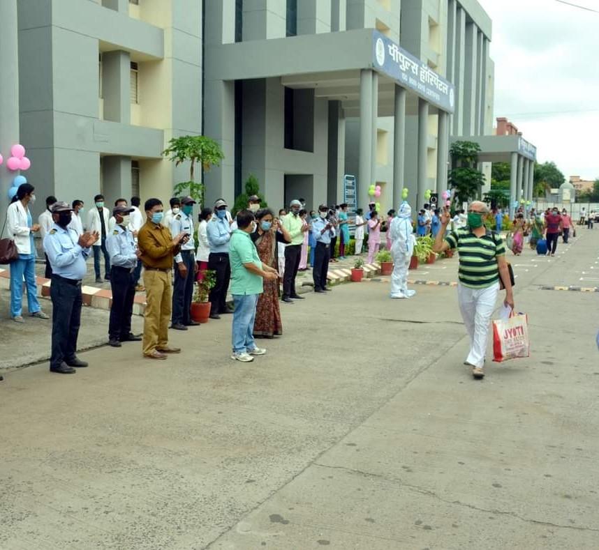 पीपुल्स हॉस्पिटल भानपुर से COVID-19 का इलाज कराकर डिस्चार्ज हुए 130 मरीज़