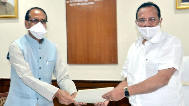 CM Chouhan calls on Union Minister of Chemicals and Fertilizers Sadanand Gowda