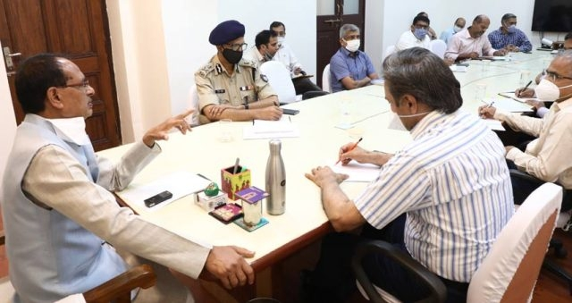 CM Chouhan deliberates with officers