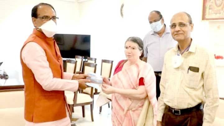 "Book ""Narmada Parikrama Ek Antaryatra"" presented to Chief Minister Chouhan"