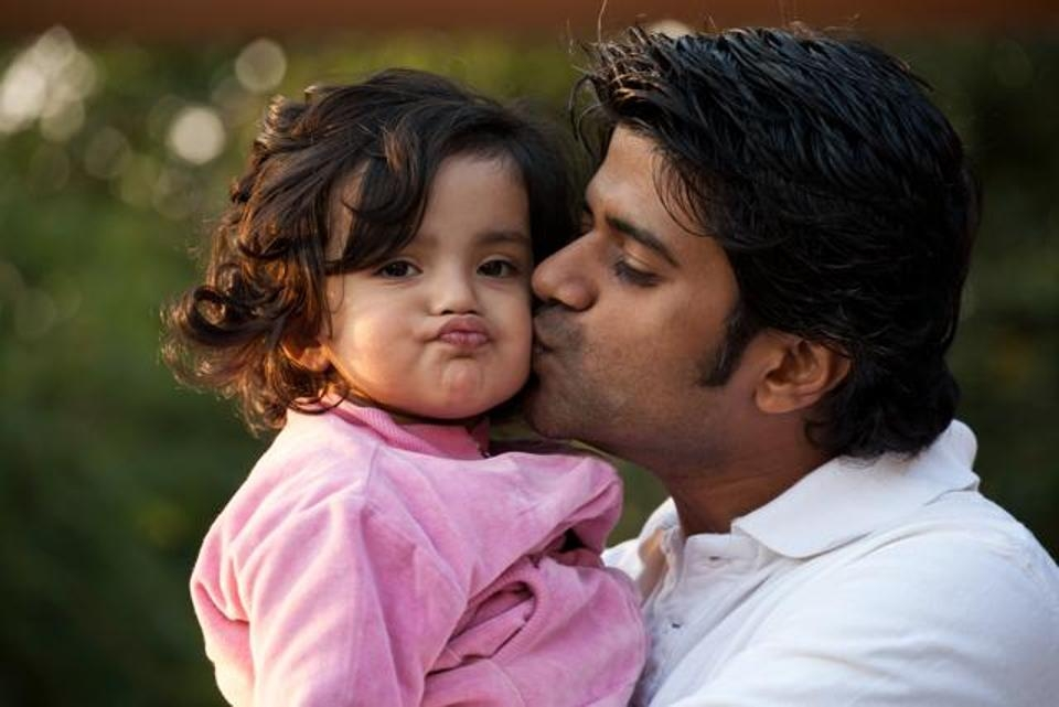 Fathers  active involvement can boost baby s mental skills