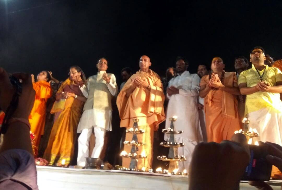 CM performs Mahaarti on completion day at Amarkantak