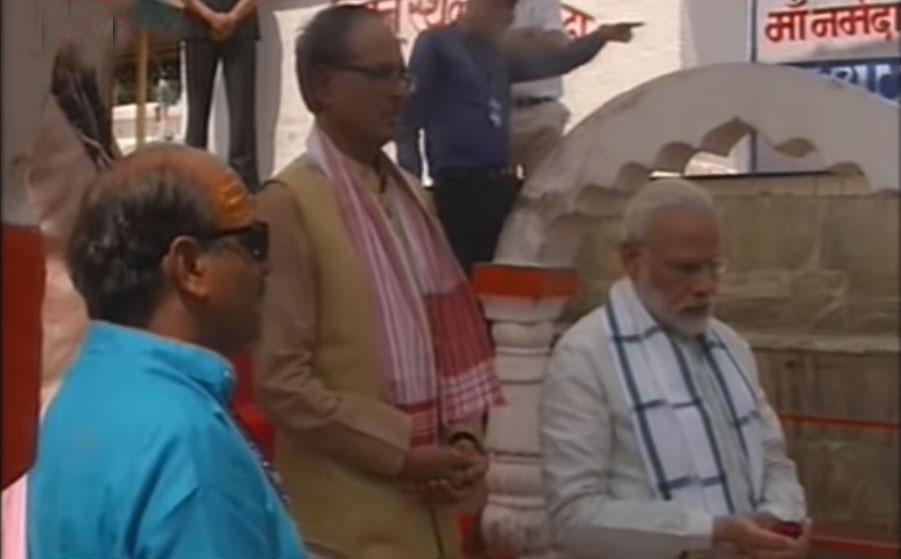 PM Modi offers puja-archana at the place of Narmada's origin