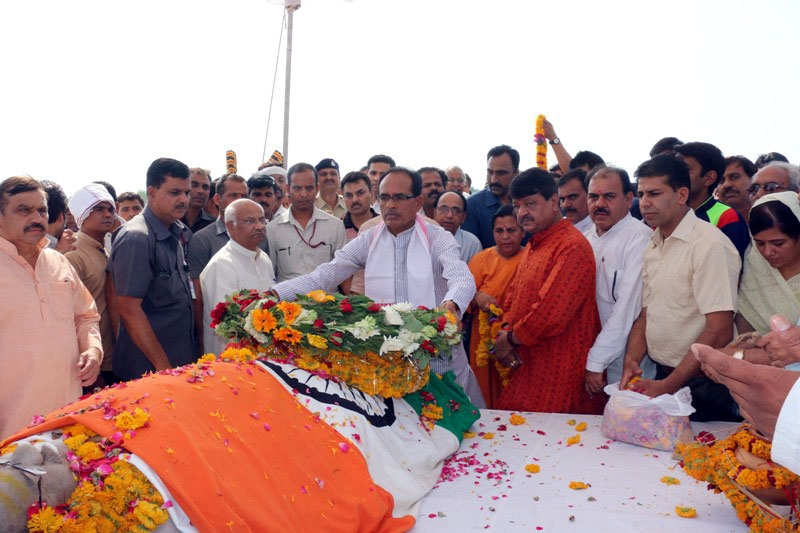 Late Anil Madhav Dave laid to rest