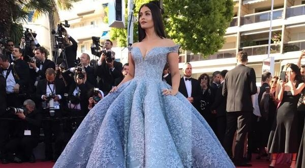 Aishwarya Rai  Bachchan The  Cannes Queen, Slays The Red carpet At Cannes 2017, With Her Cinderella  Appearance !