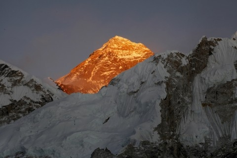 American climber killed on Everest identified as physician (Lead)